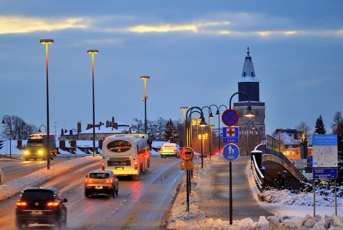 Talvinen Turku Aninkaisten sillalla.
