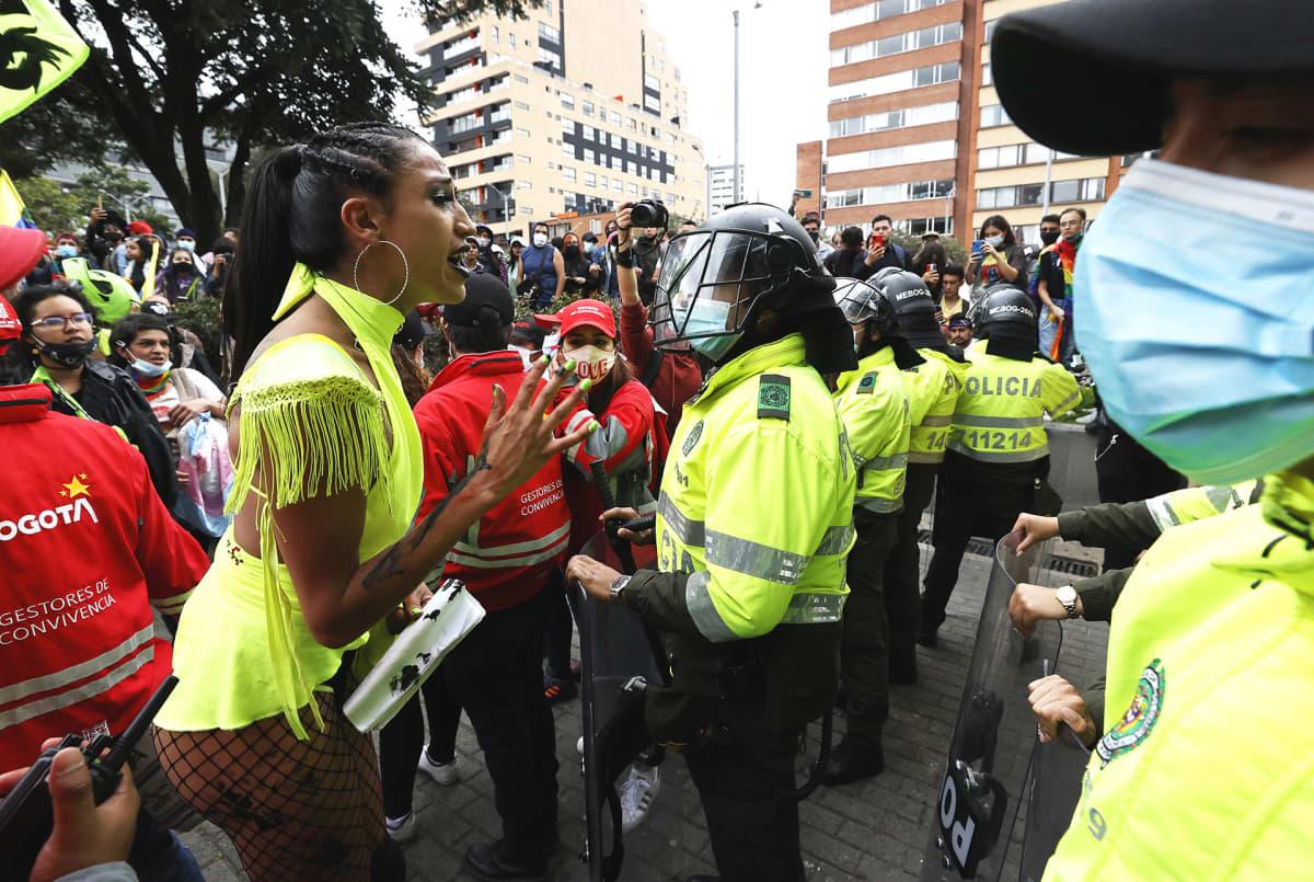 Seksuaalivähemmistöt ottavat osaa hallinnon vastaisiin mielenosoituksiin.