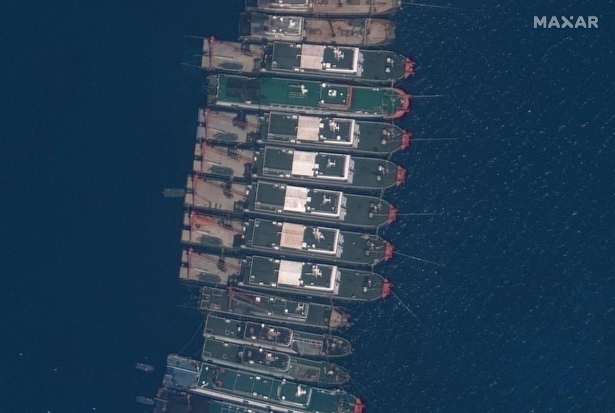 Satellittikuva kiinalaisista laivoista Whitsun-riutalla 23.3.2021.