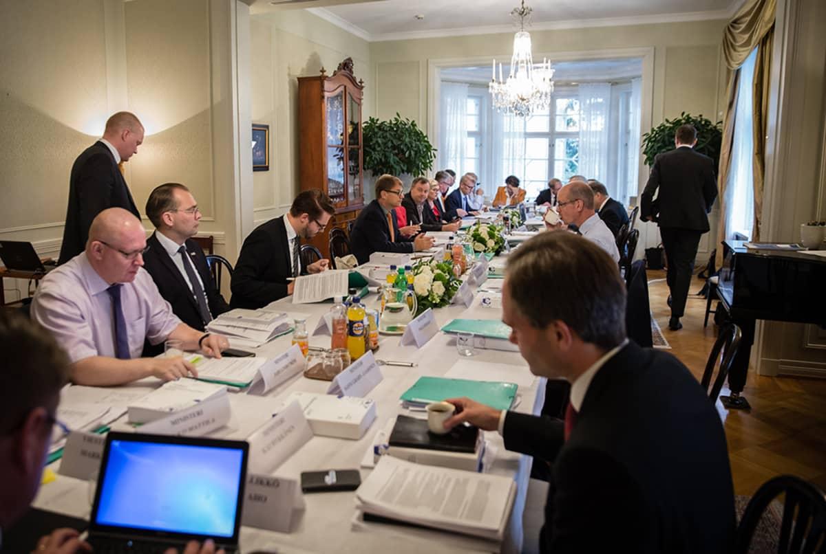 Valtion vuoden 2017 talousarvioesitystä koskevat hallituksen neuvottelut 1. syyskuuta 2016 Kesärannassa.