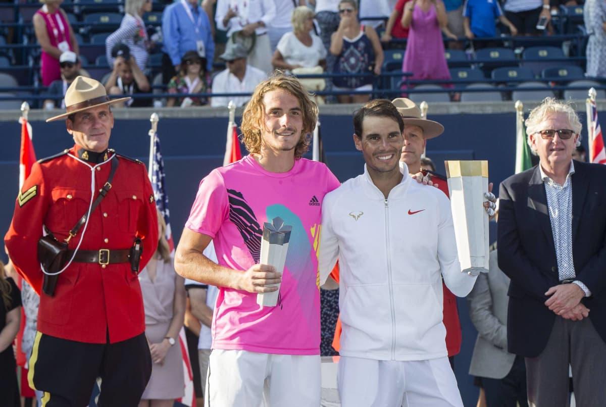 Stefanos Tsitsipas joutui tunnustamaan Rafael Nadalin paremmakseen Toronton finaalissa.