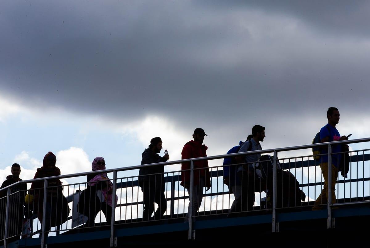 Pakolaisia sillalla