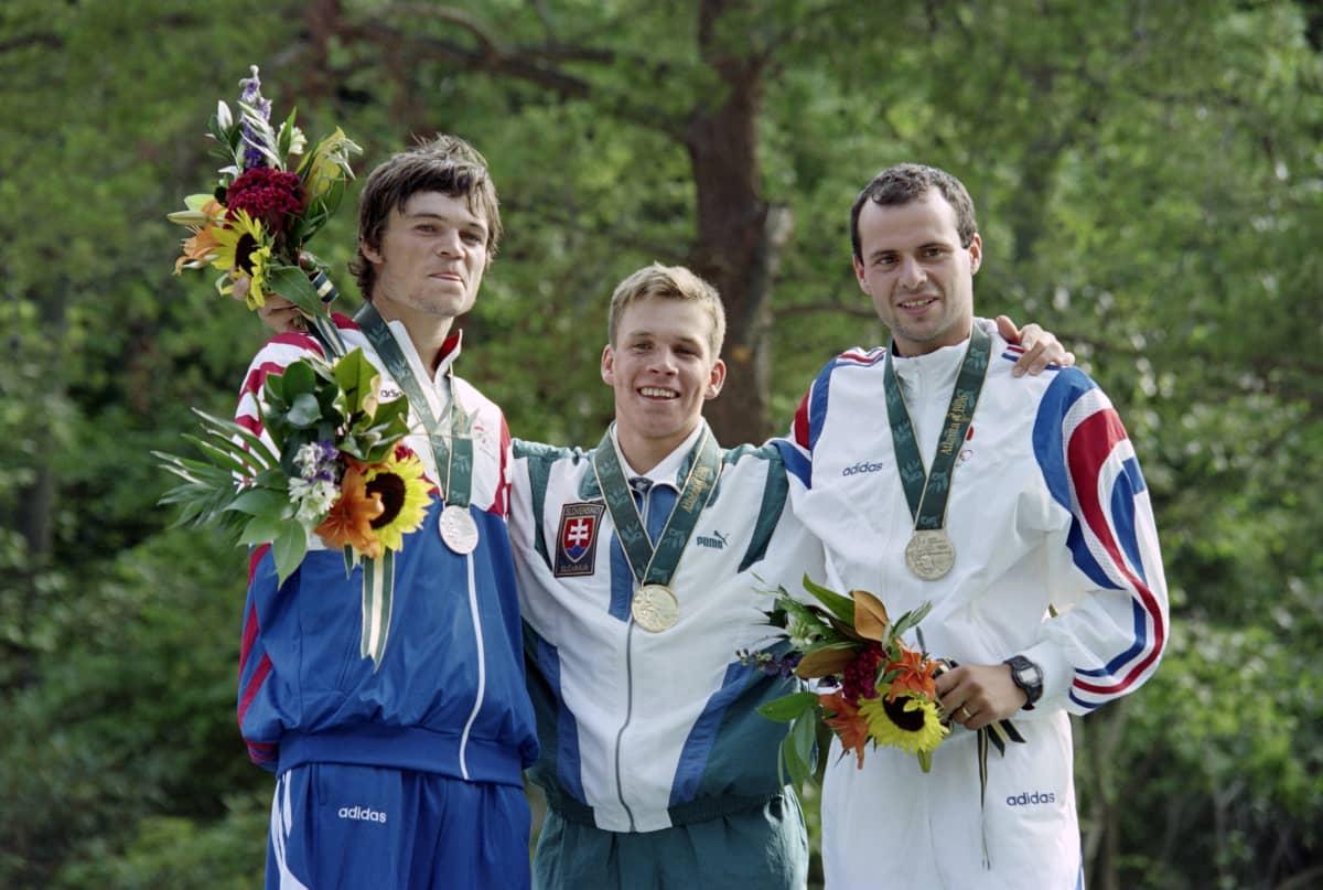 Vuoden 1996 Atlantan olympialaisten mitalikolmikon muodostivat Tshekin Lukáš Pollert, Slovakian Michal Martikán ja Ranskan Patrice Estanguet.
