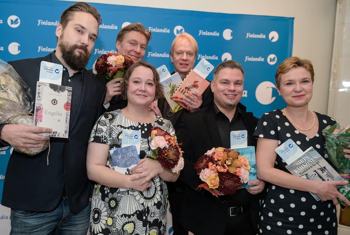 Finlandia-ehdokkaat Jukka Viikilä, Riku Korhonen, Emma Puikkonen, Peter Sandström, Tommi Kinnunen ja Sirpa Kähkönen palkintoehdokkaiden julkistamistilaisuudessa.