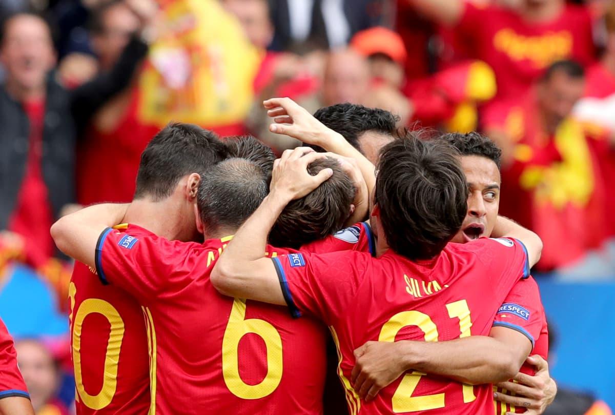 Espanja juhli Gerard Piquen voittomaalia.