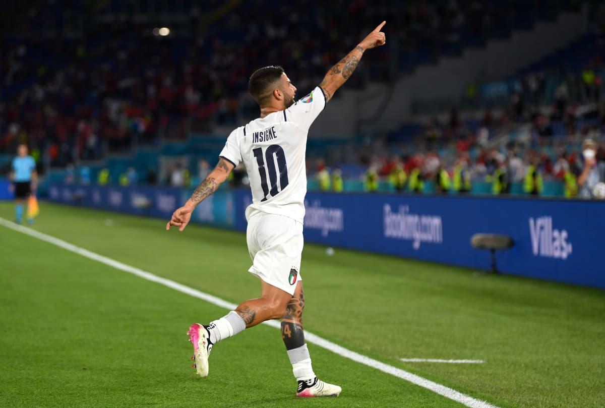 Insigne tuulettaa Italian kolmatta maalia