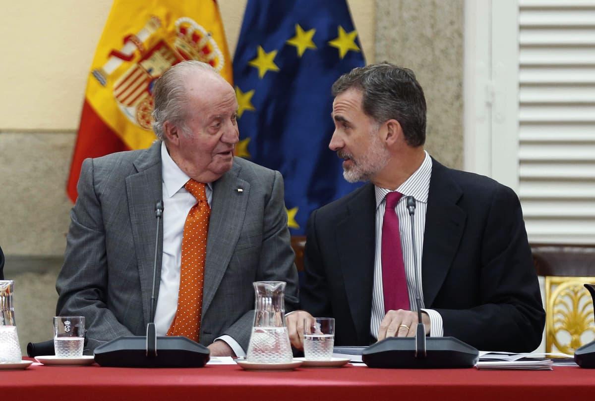 Espanjan kuningas Felipe VI (oikealla) ja hänen isänsä, entinen kuningas Juan Carlos I Madridissa Espanjassa 15. toukokuuta 2019.