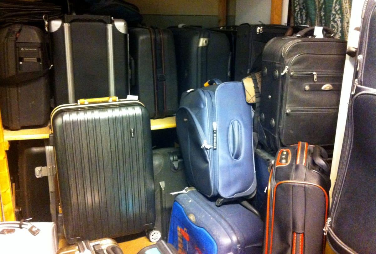 laukkuja laukkukorjaamossa