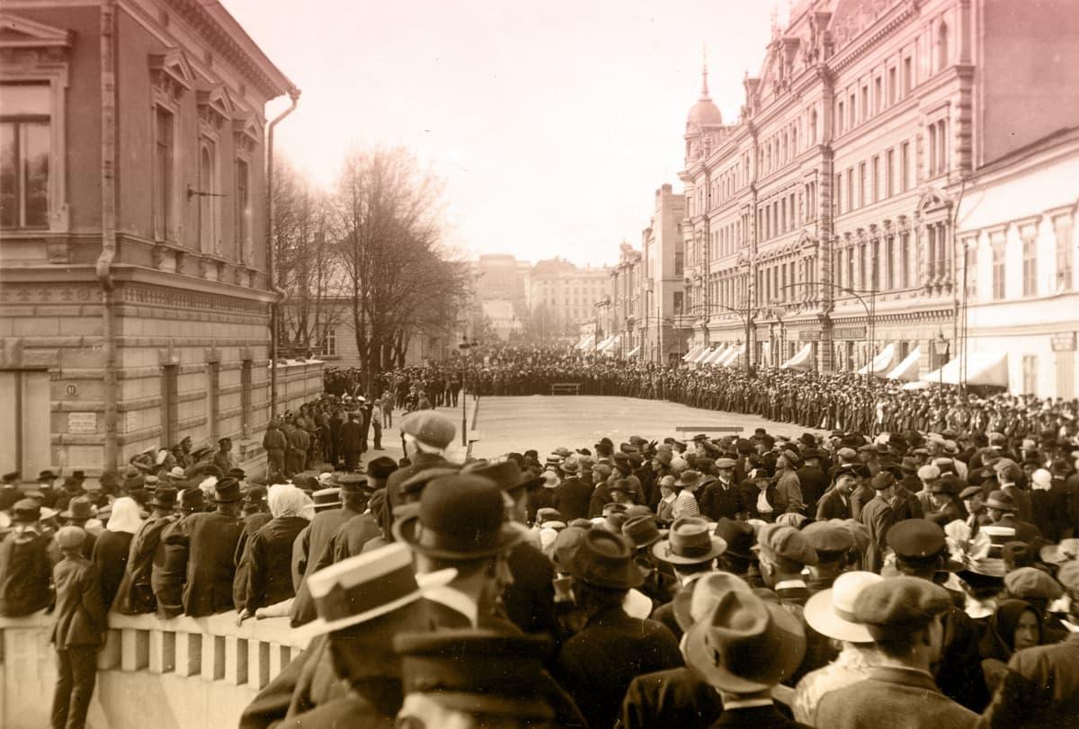 Mielenosoitus Turun kaupunginvaltuustoa vastaan 30.5.1917