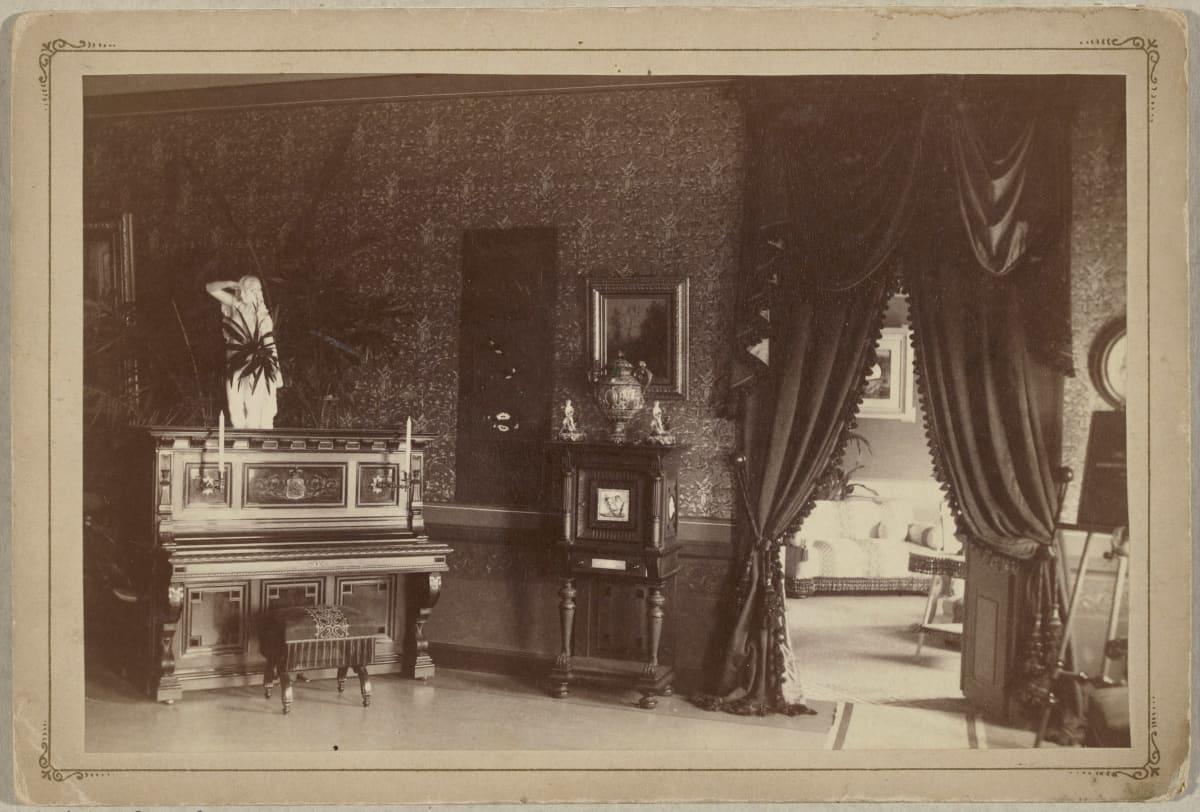 Huonekaluja keisarintalossa