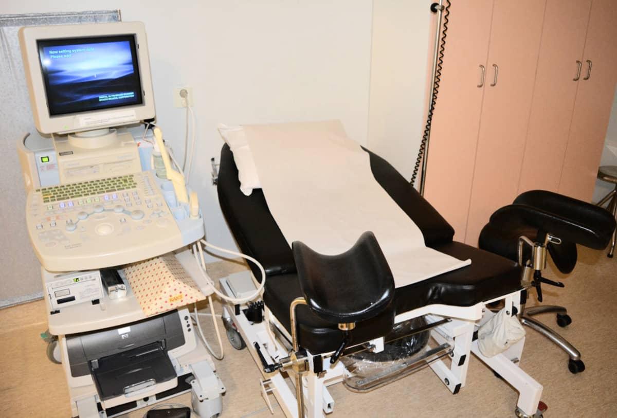 Ultraäänilaite Synnytysosastolla.