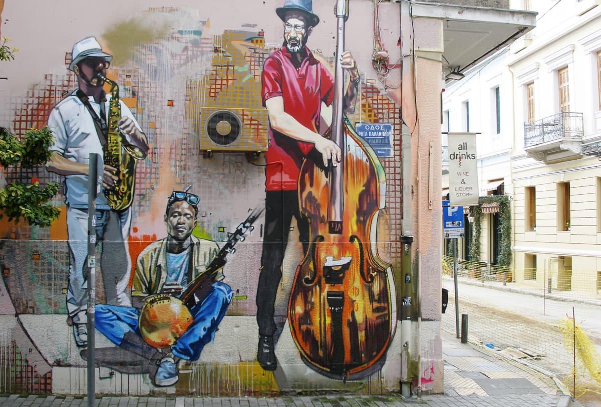 Musiikki on kreikkalaisten sydämissä kaduillakin.