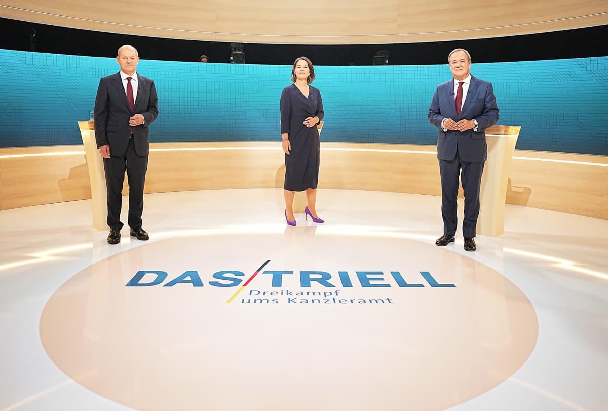 SPD:n Olaf Scholz, vihreiden Annalena Baerbock ja kristillisdemokraattien Armin Lanschet te-väittelyssä.