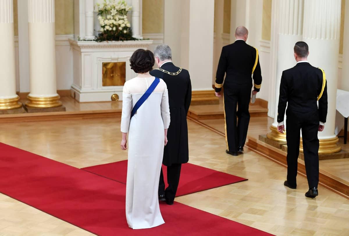 Tasavallan presidentti Sauli Niinistö ja rouva Jenni Haukio itsenäisyyspäivän vastaanottolla Preisdentinlinnassa Helsingissä.