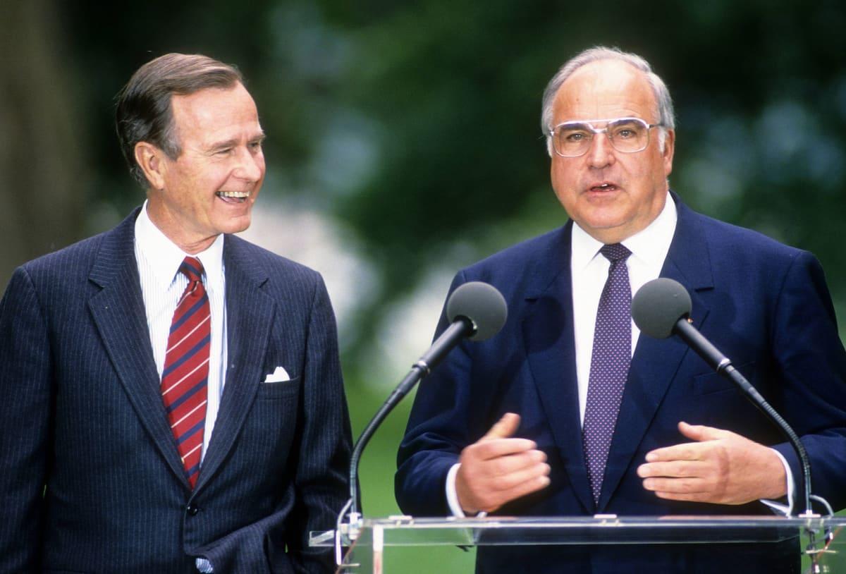 George Bush ja Saksan liittokansleri Helmut Kohl lehdistötilaisuudessa toukokuussa 1989.