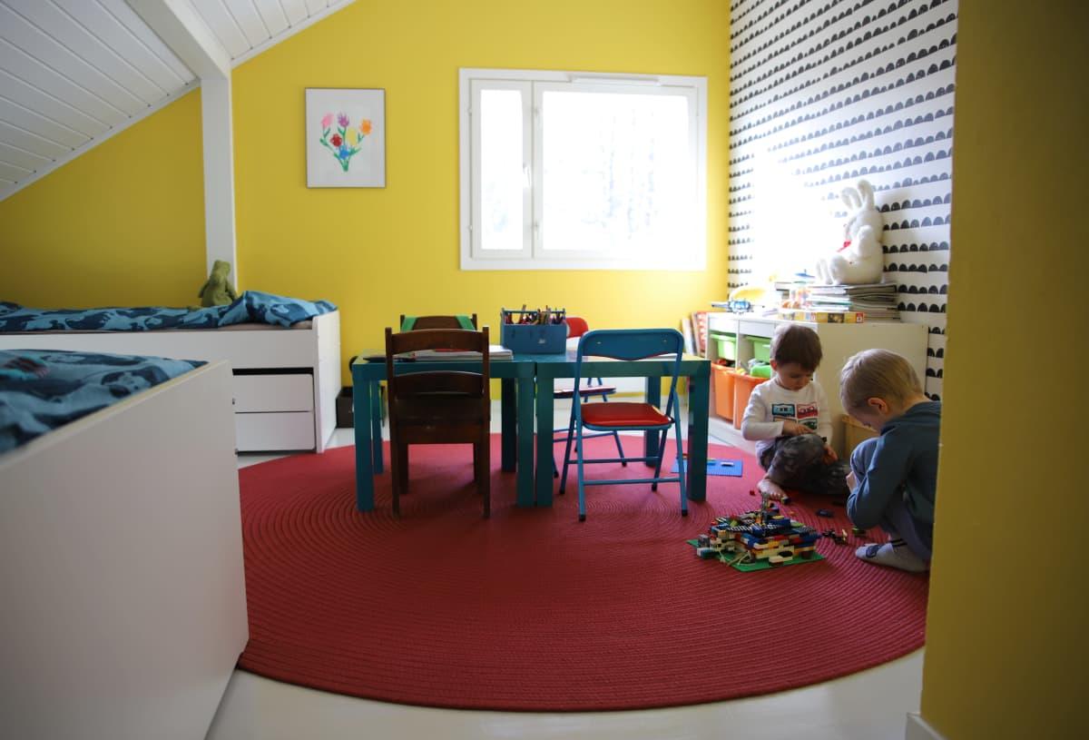 Lastenhuone rintamamiestalossa.