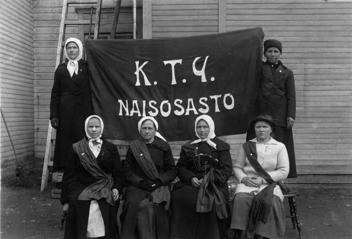 Kuopion työväenyhdistyksen naisosasto.