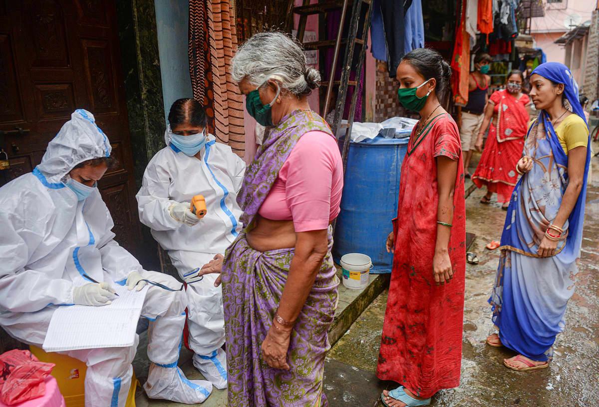Kuvassa on mumbailainen slummi.