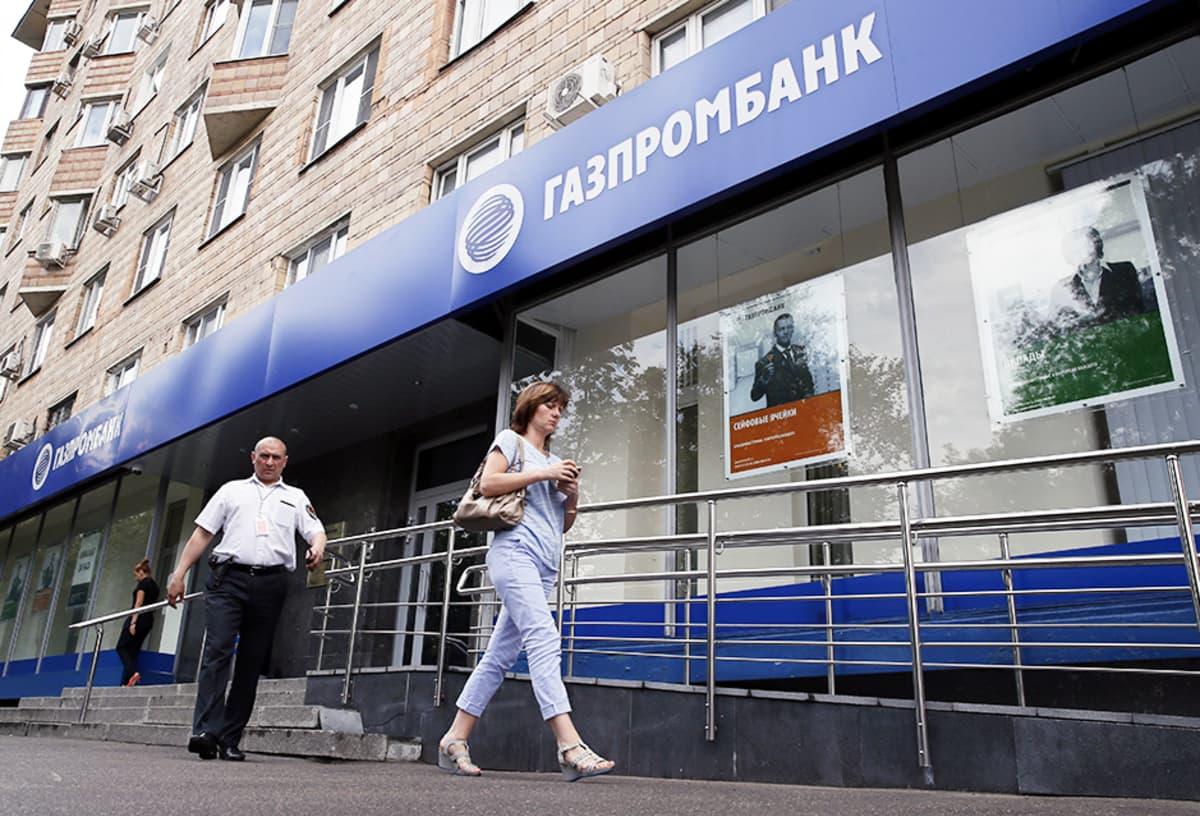 Yhdysvallat on asettanut pakotteita mm. Gazprombankia vastaan. Kuvassa pankin konttori Moskovassa heinäkuussa 2014.