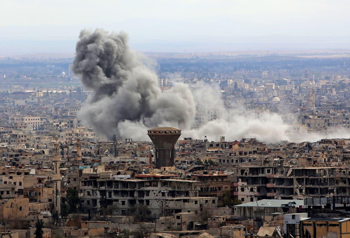 Pommituksia Damaskoksen lähellä.
