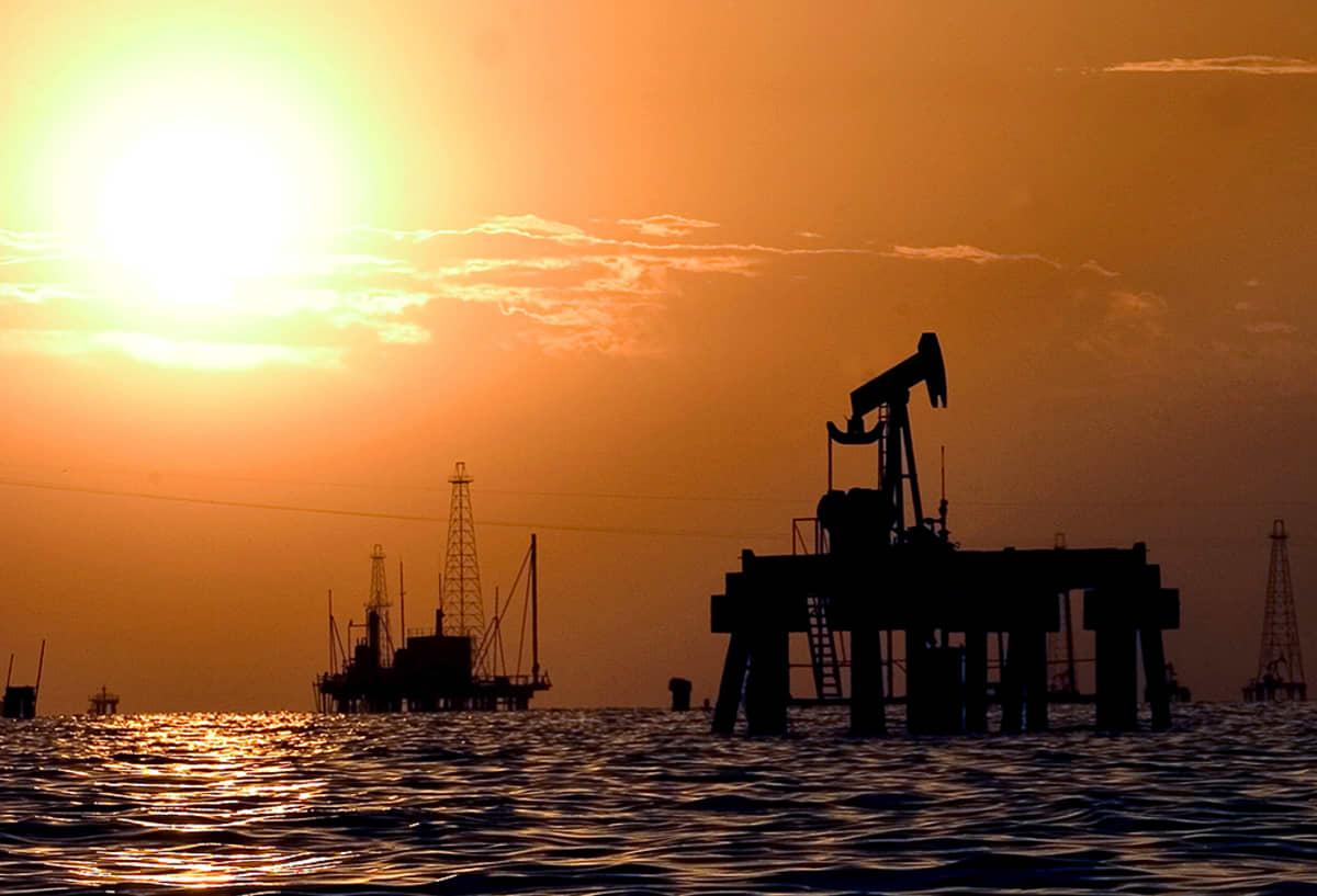 Öljynporauslauttoja Maracaibo-järvellä.