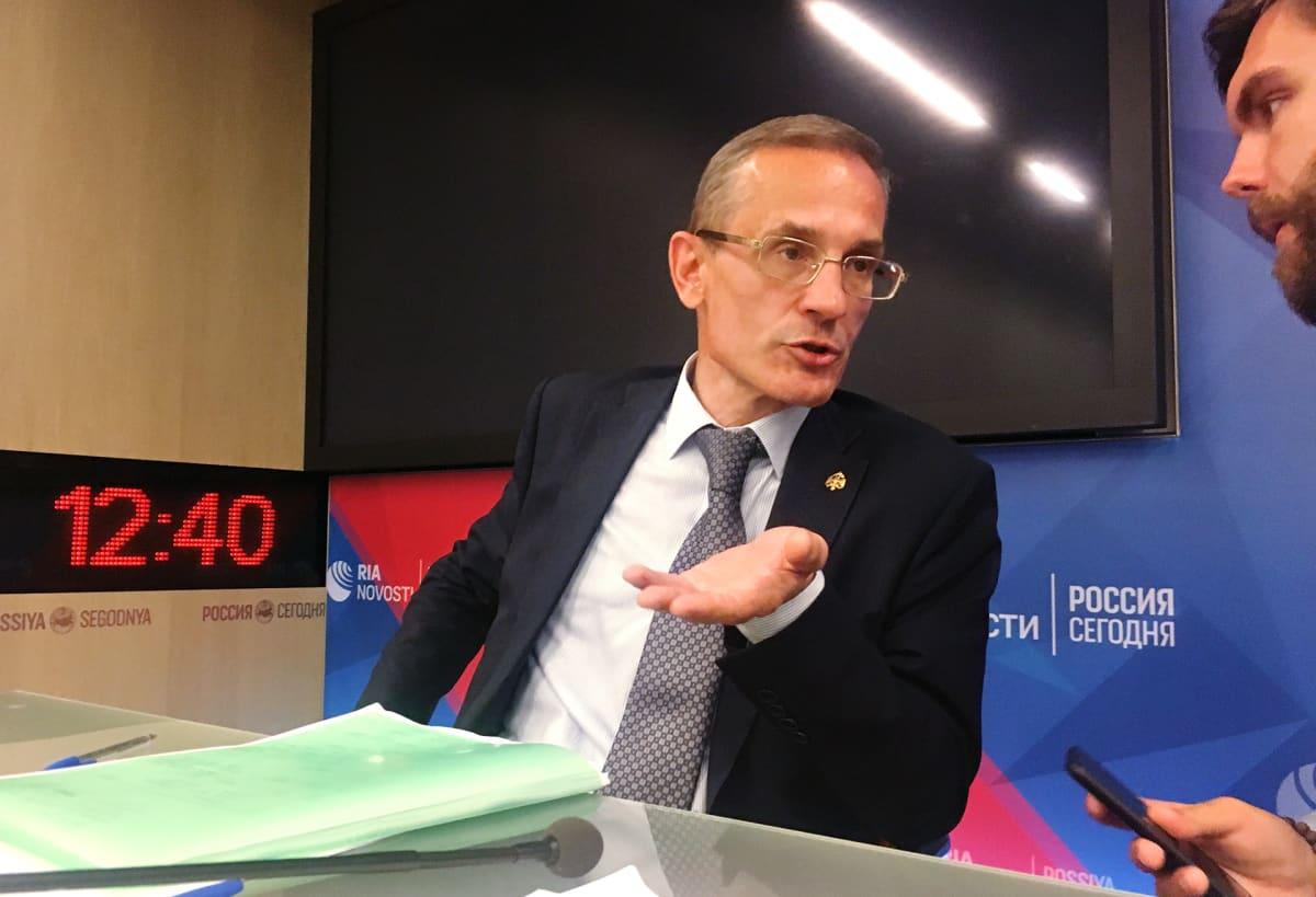 Venäjän sotahistoriallisen seuran tutkimusjohtaja Mihail Mjagkov haluaa jatkaa tutkimuksia joukkohaudalla.