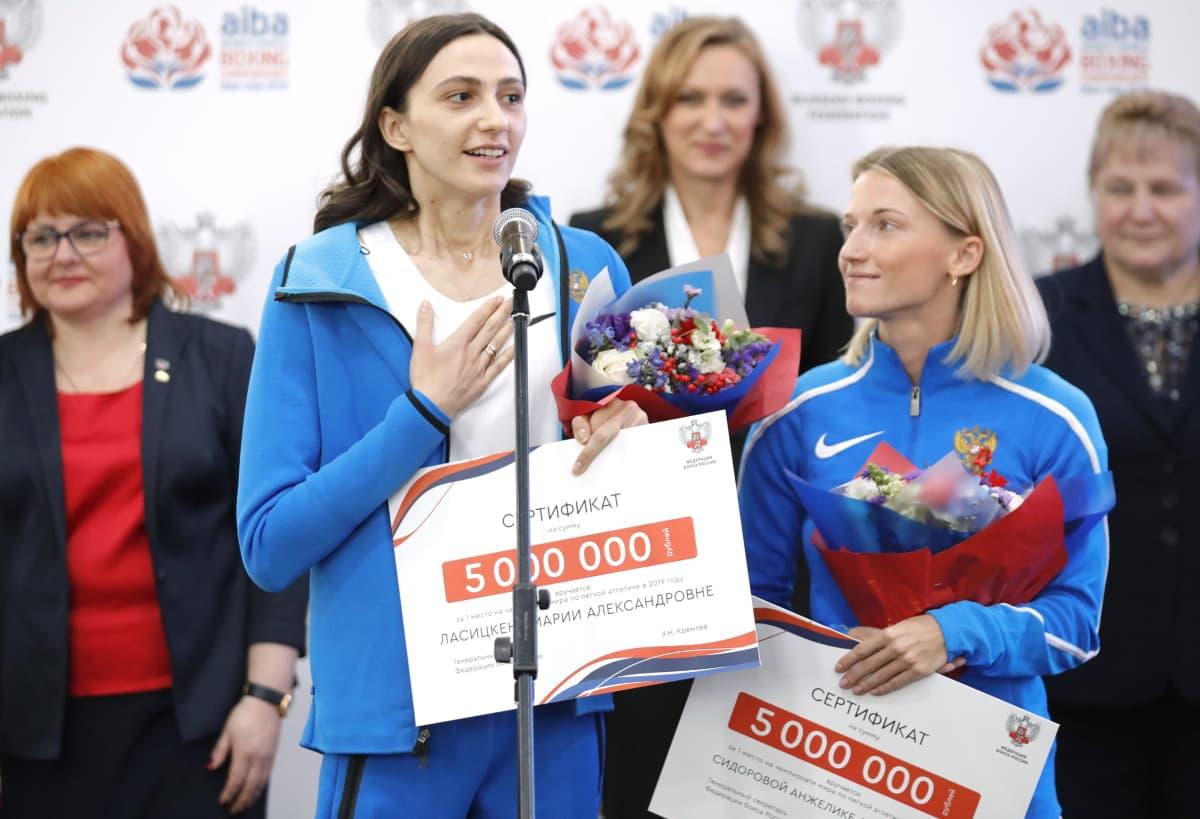 Marija Lasitskene ja Anzhelika Sidorova palkittuna 2019.
