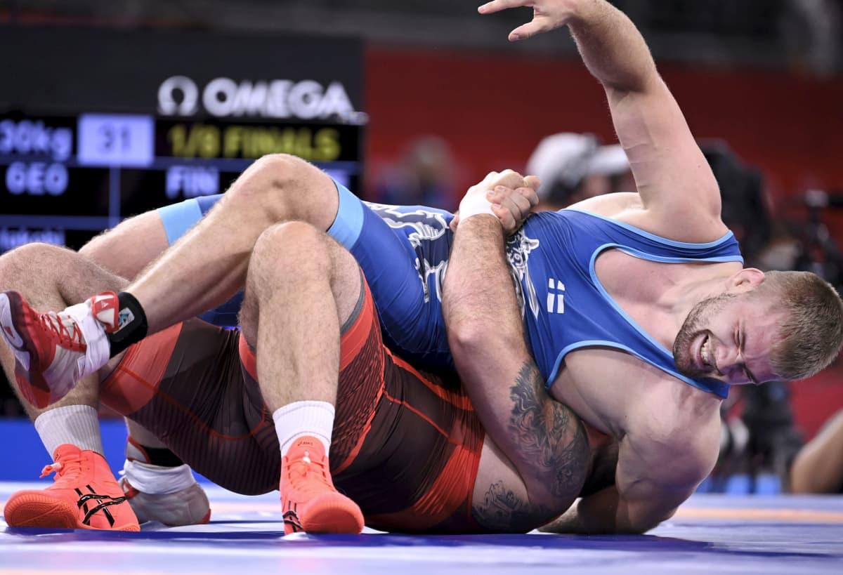 Elias Kuosmanen paini Tokion olympialaisten raskaassa sarjassa.