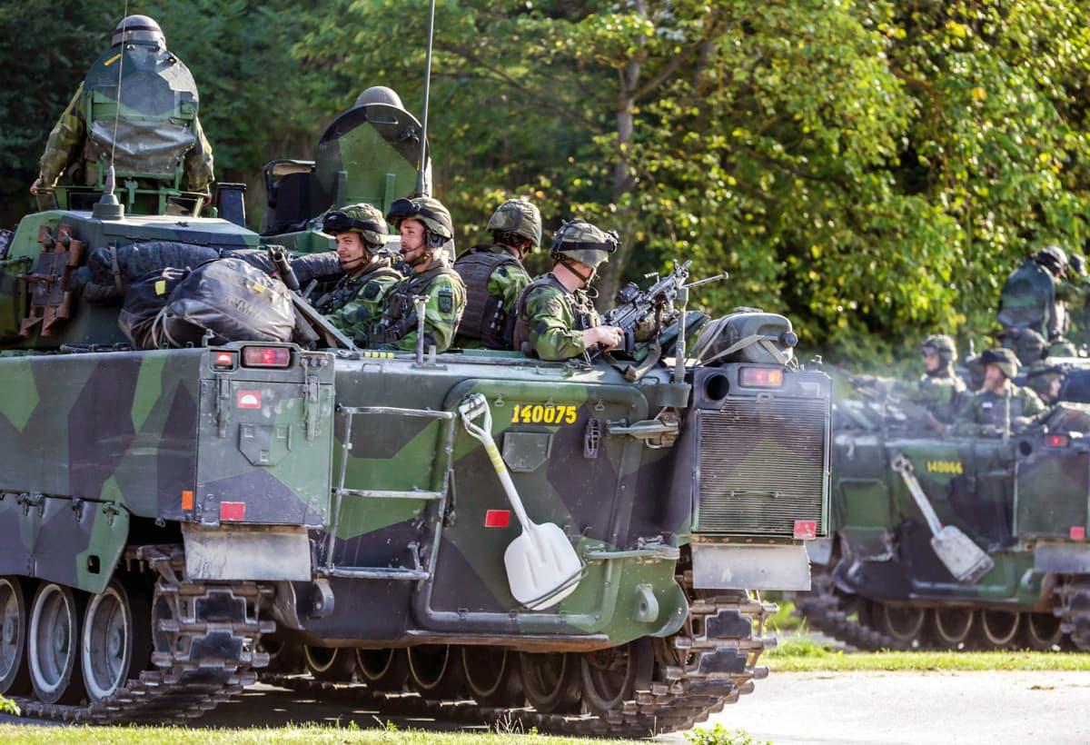 Ruotsin armeijan sotilaita.