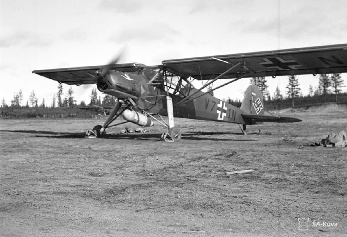 Kemijärven lentokenttä oli toisessa maailmansodassa Natsi-Saksan ilmavoimien Luftwaffen käytössä.  Kentältä tehtiin tiedustelu- ja pommituslentoja Neuvostoliittoon. Kuvassa tiedustelukone Fieseler Storch Kemijärven kentällä kesällä 1941.