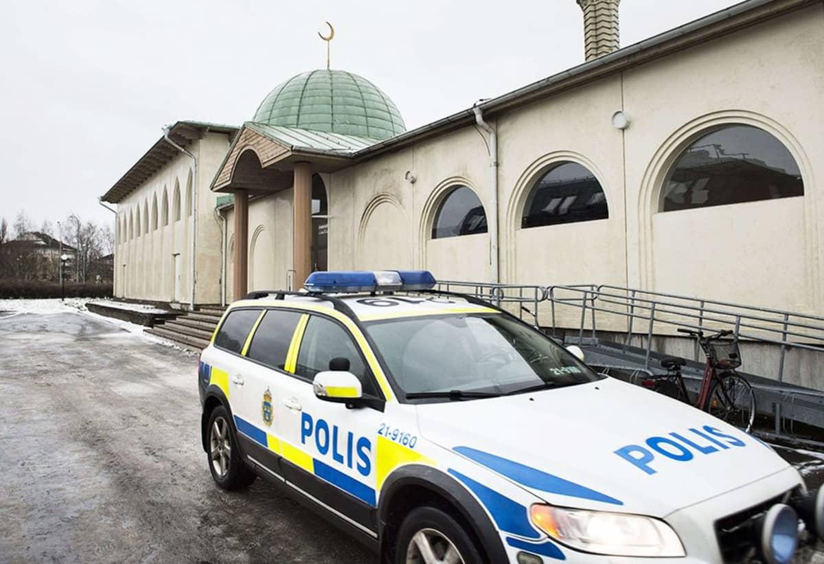 Uppsalan moskeijaan heitettiin polttopullo uudenvuodenyönä.