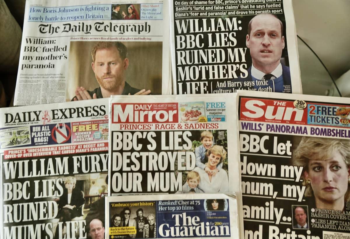 Brittilehtien kansia, joissa on uutisia Dianasta.