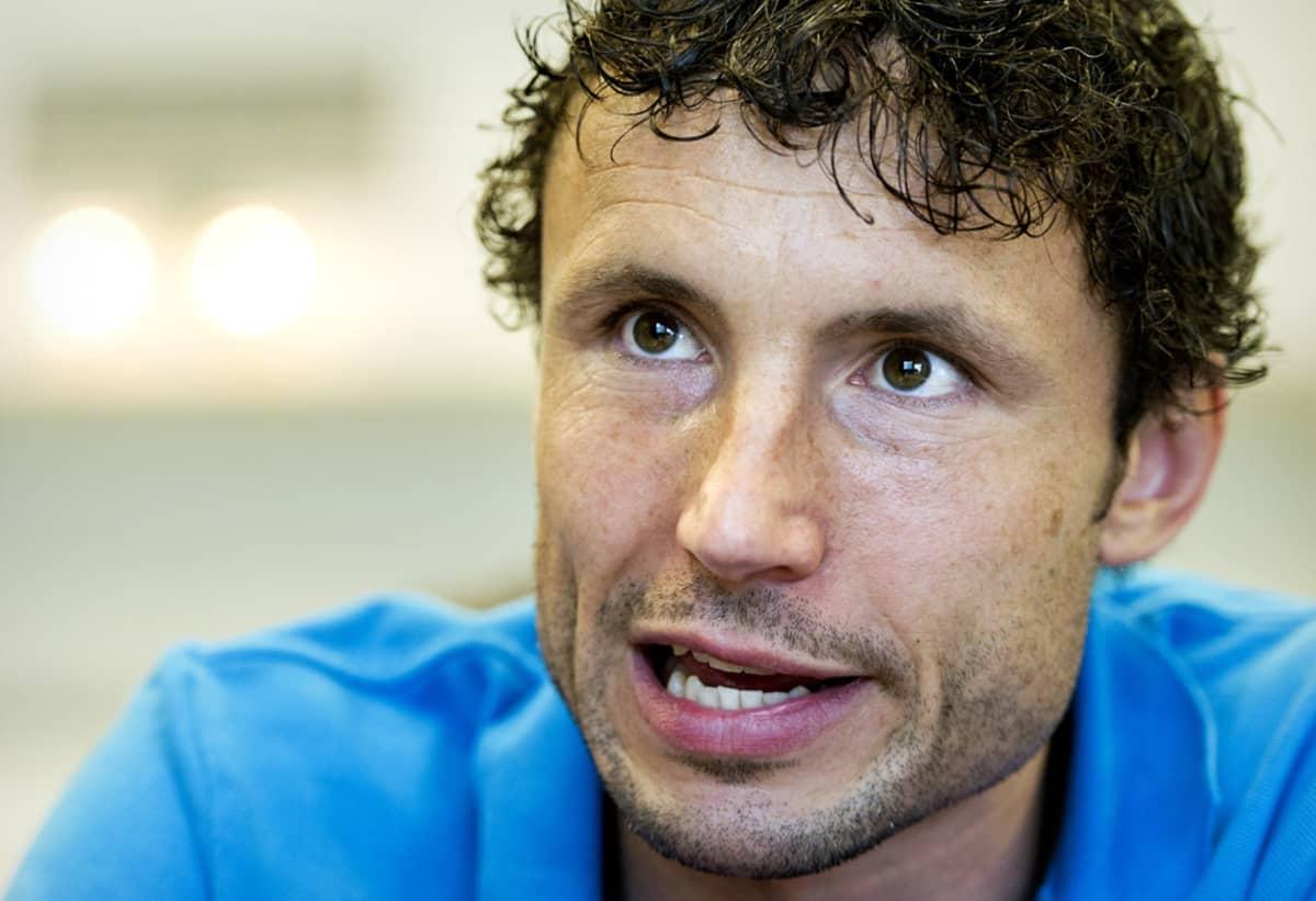 Mark van Bommel palaa entiselle kotistadionilleen nyt PSV Eindhovenin valmentajan ominaisuudessa.