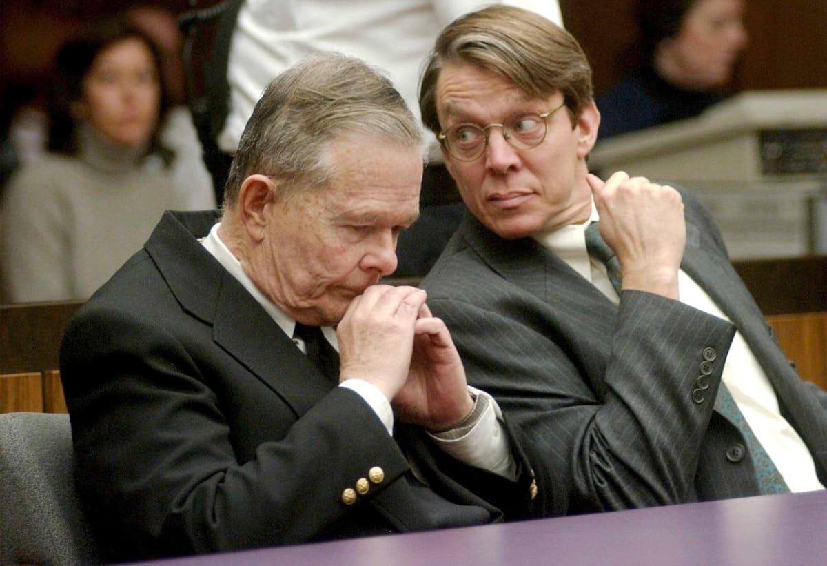 John Geoghan ja hänen avustajansa Geoffrey Packard.