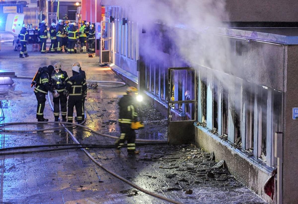 Moskeijapalon sammutustöitä Eskilstunassa.