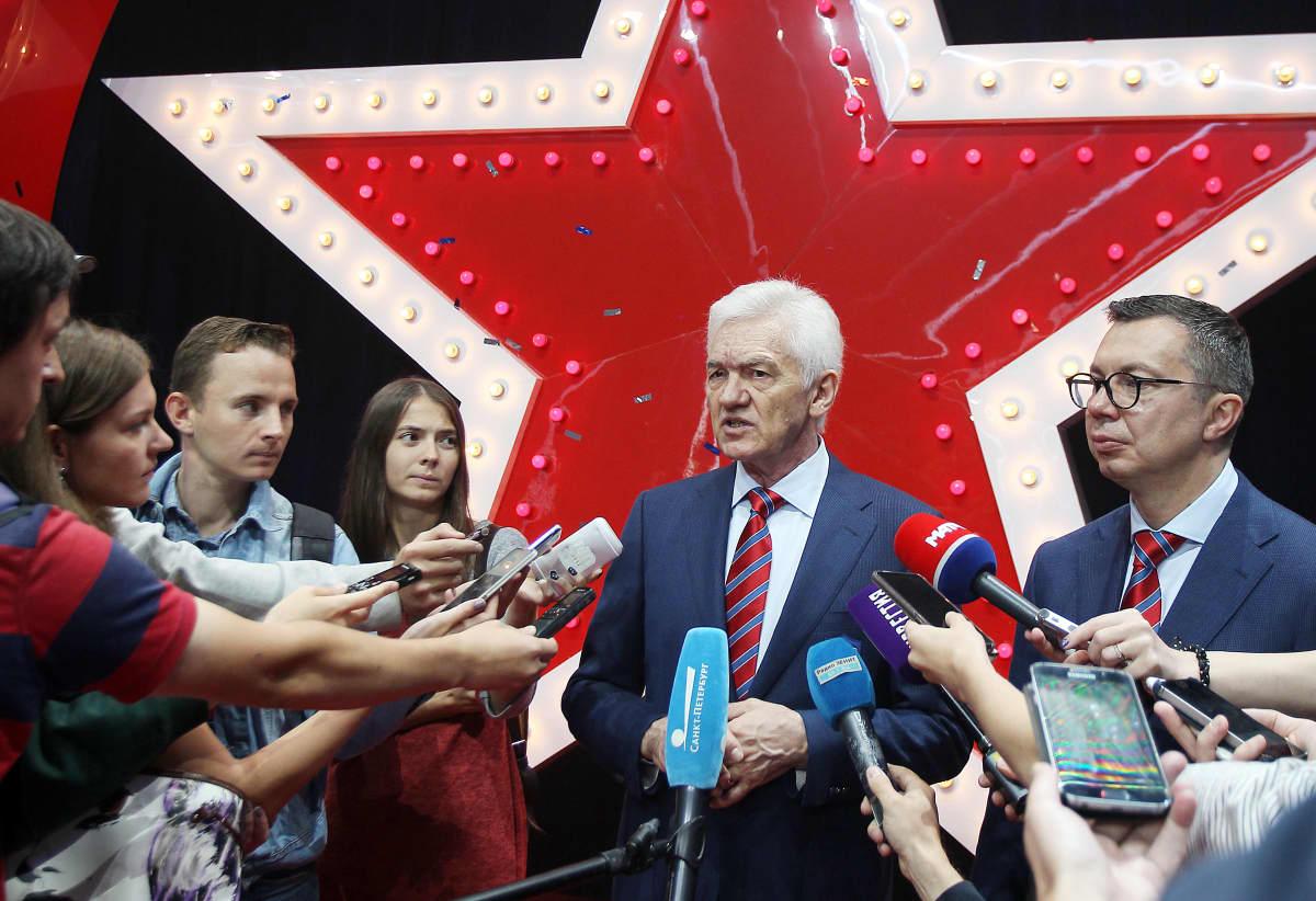 Timitsenko haastateltavana.