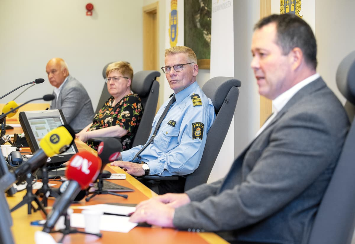 Poliisin tiedotustilaisuus Linköpingissä.