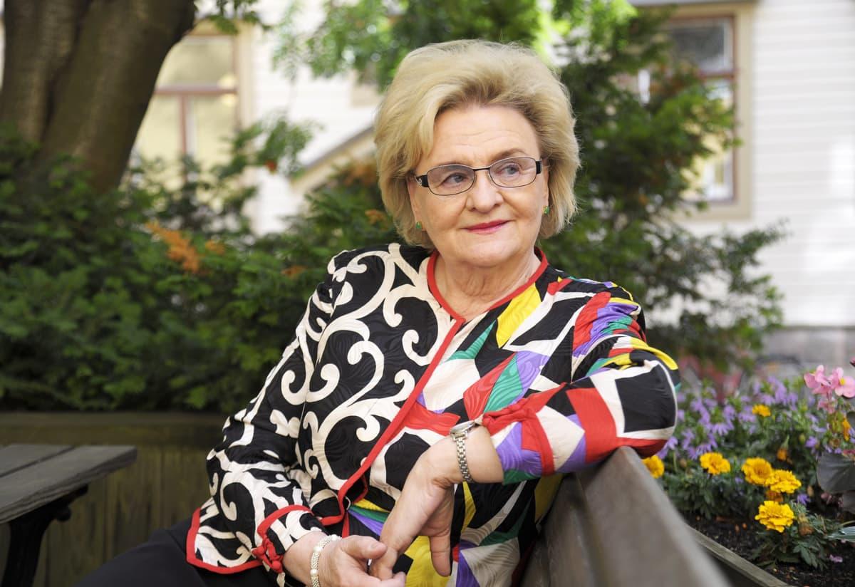 Kirjailija Laila Hirvisaari  2011.