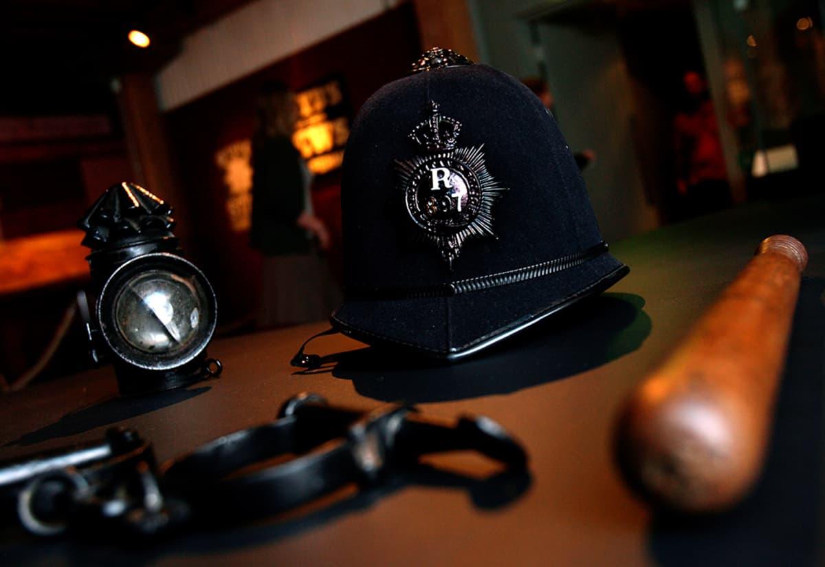 Viiltäjä-Jackin murhien aikaisia poliisivarusteita esillä museossa Lontoossa toukokuussa 2008.