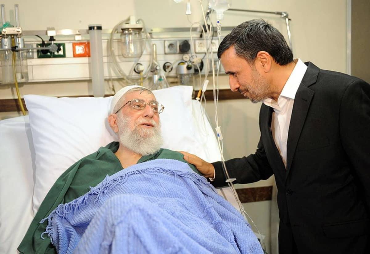 Iranin entinen presidentti Mahmoud Ahmadinejad vieraili ajatollah Ali Khameneinin luona syyskuussa 2014.