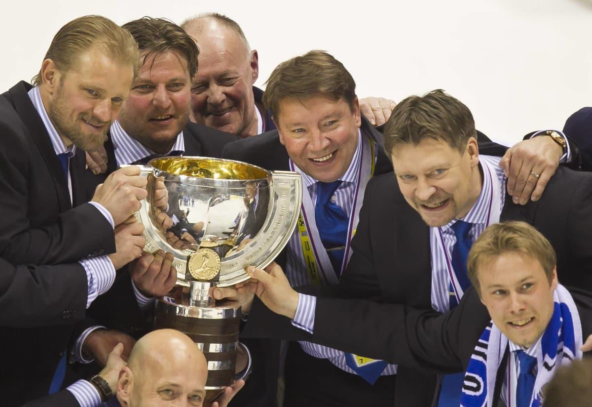 Leijonien johtoryhmä maailmanmestaruuden ratekttua vuonna 2011. Petri Matikainen, Pasi Nurminen, Jari Kurri, Jukka Jalonen