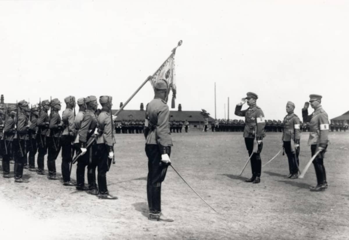 Marsalkka Mannerheim vierailee Lappeenrannan varuskunnassa