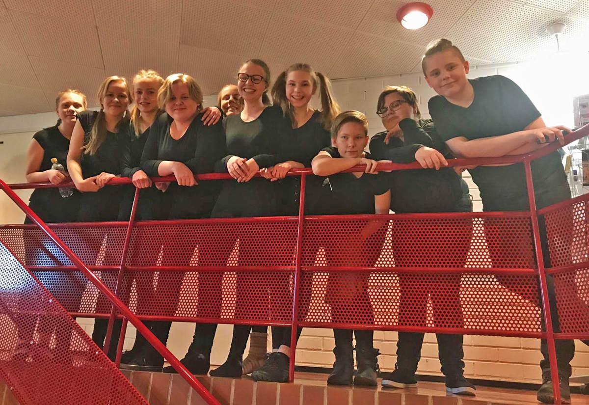13-15-vuotiaiden teatteriryhmä nuorisoteatteri Siperiassa Jyväskylässä.