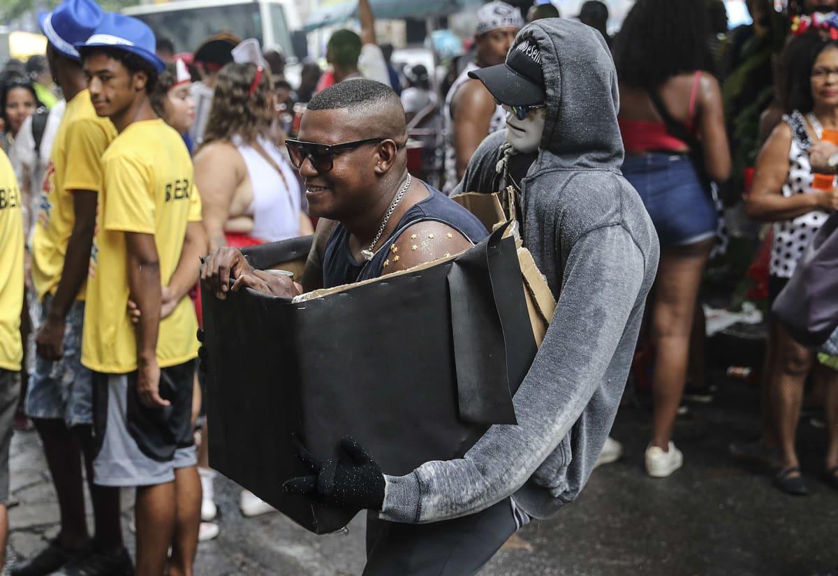 Osallistuja oli panostanut asuunsa Rio de Janeiron karnevaalien Cordao do Bola Preta -paraatissa.