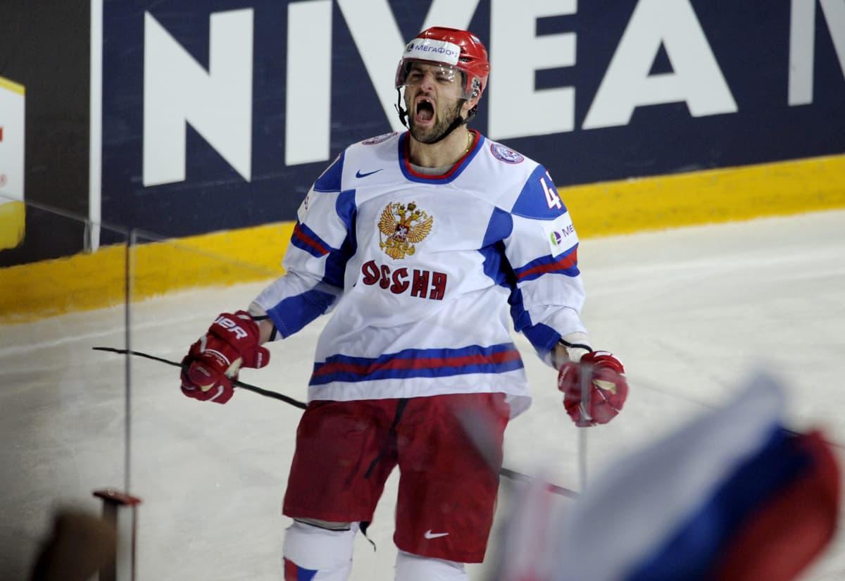 Aleksander Radulov juhlii maalia.
