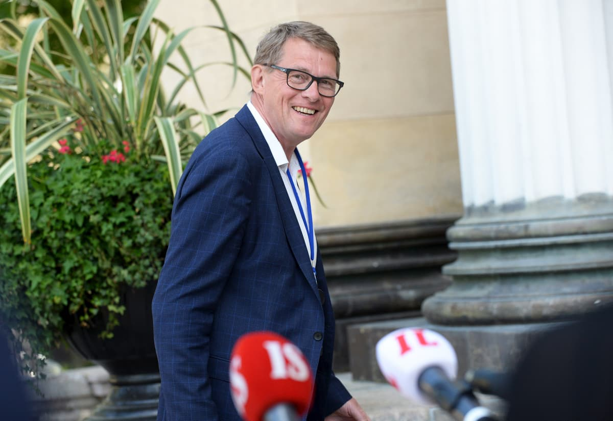 Valtiovarainministeri Matti Vanhanen saapui hallituksen neuvotteluun Säätytalolle Helsingissä 15. kesäkuuta.