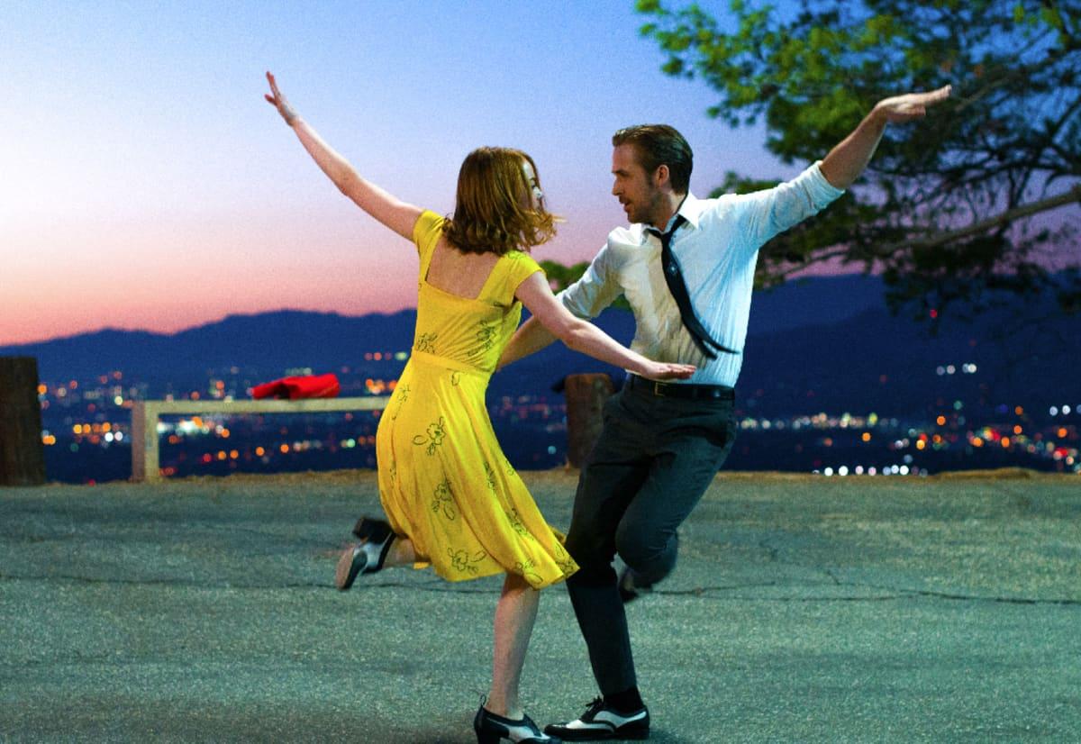 """Ryan Gosling ja Emma Stone ovat elokuvan """"La La Land"""" päänäyttelijöitä."""
