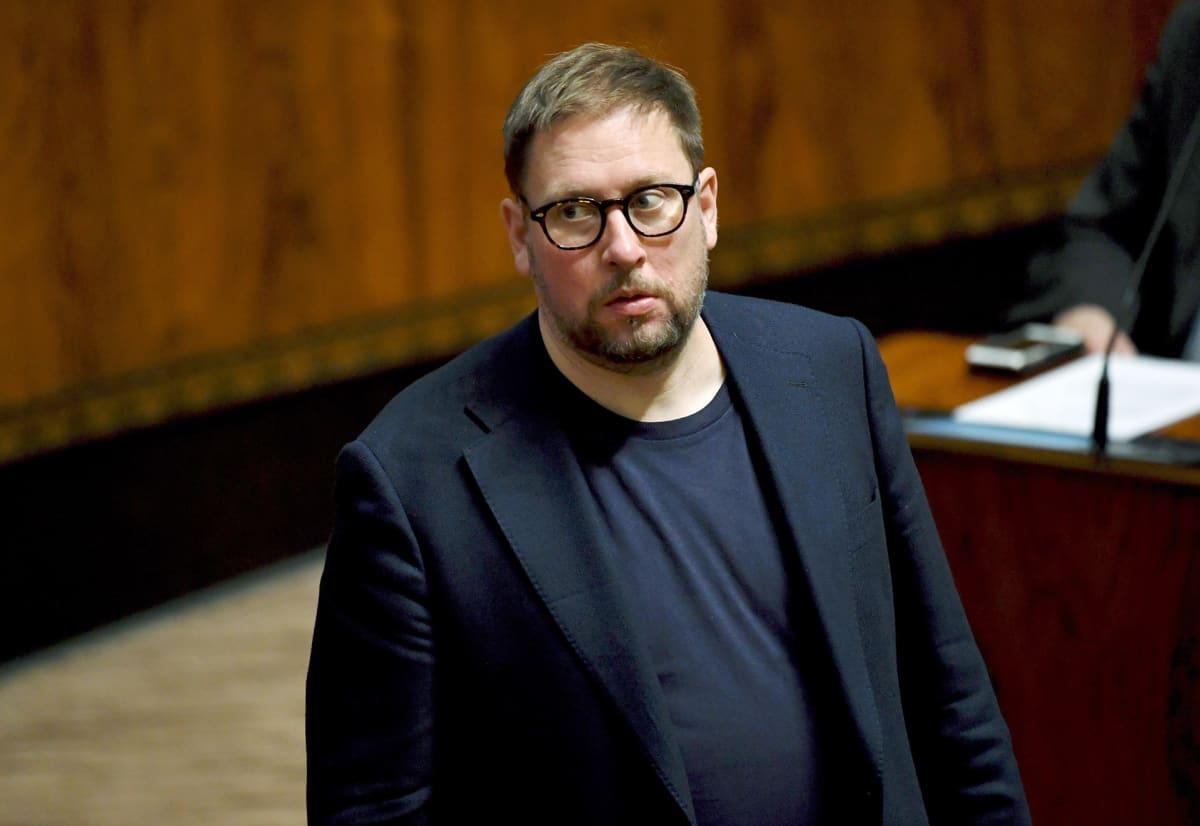 Vasemmistoliiton Paavo Arhinmäki eduskunnan täysistunnossa Helsingissä 7. kesäkuuta.