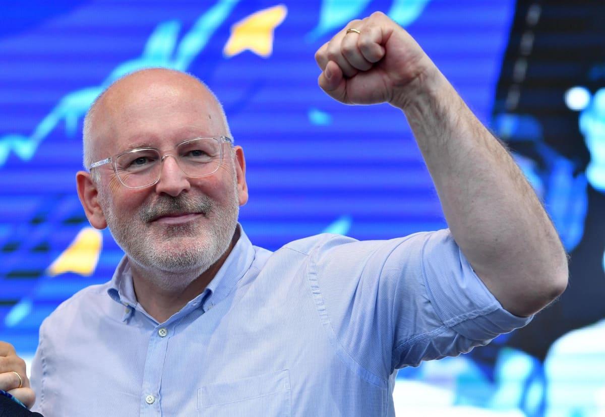 EU-komission johtoon mallaillaan nyt sosiaalidemokraattien Frans Timmermansia. Tässä Timmermans kampanjoimassa Milanossa 24. toukokuuta.
