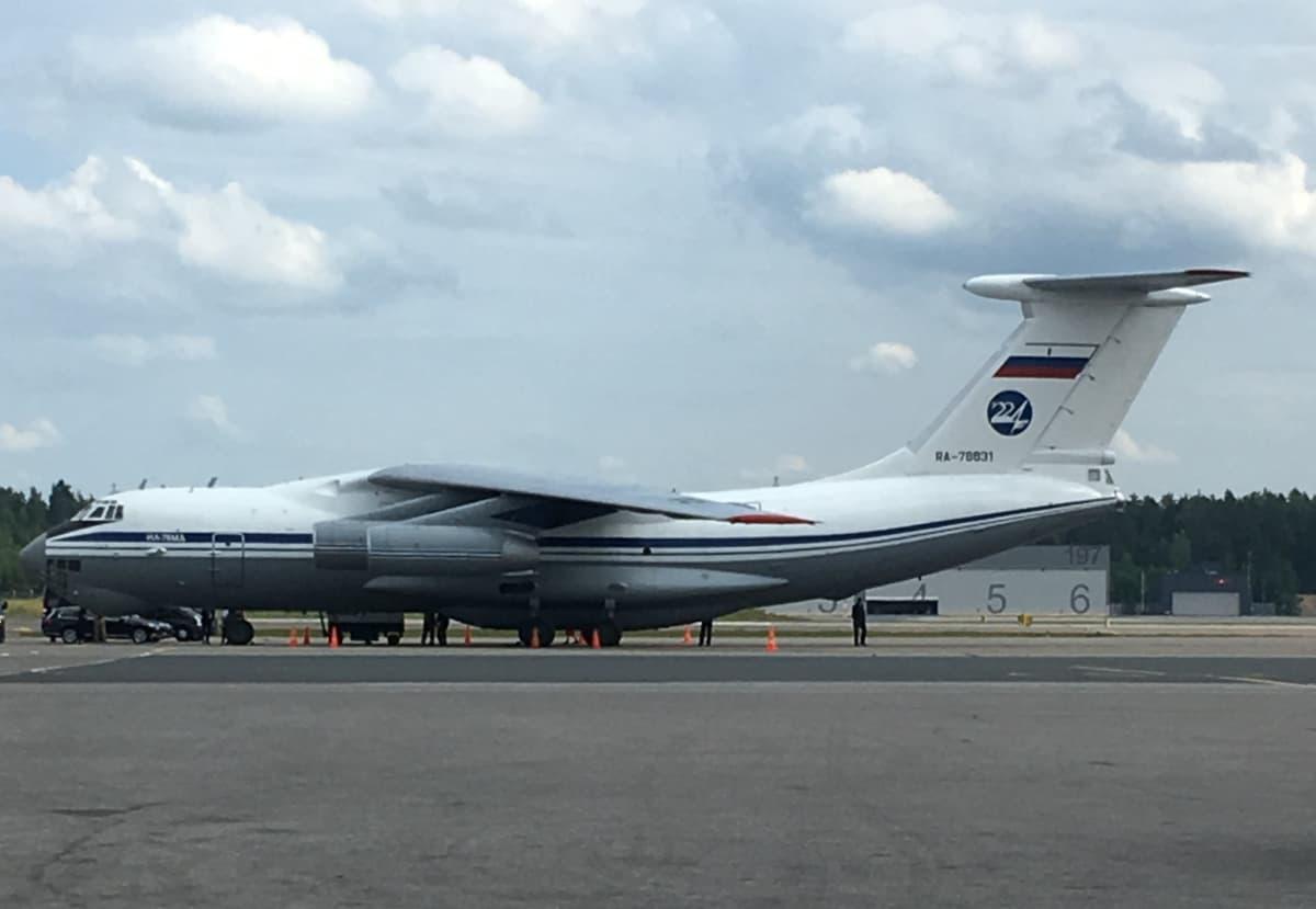 Lentokonebongarin 12.7. ottama kuva venäläisestä kuljetuskoneesta.